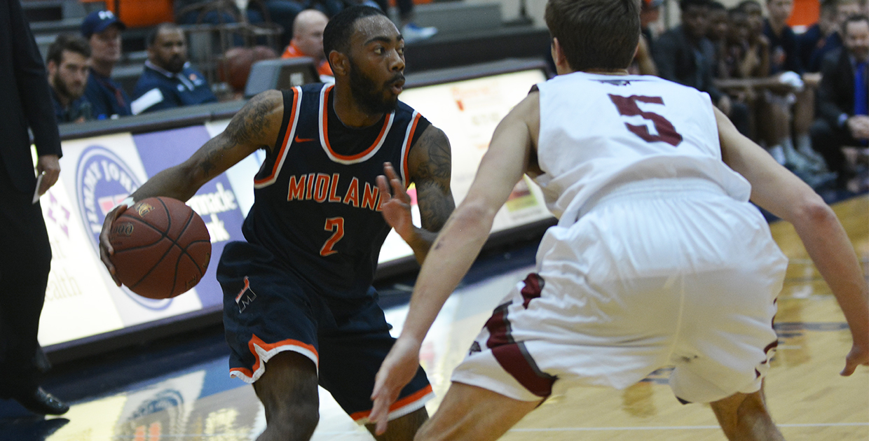 Photo for Offensive inconsistency haunts Warriors in 76-73 upset by Cardinal Stritch