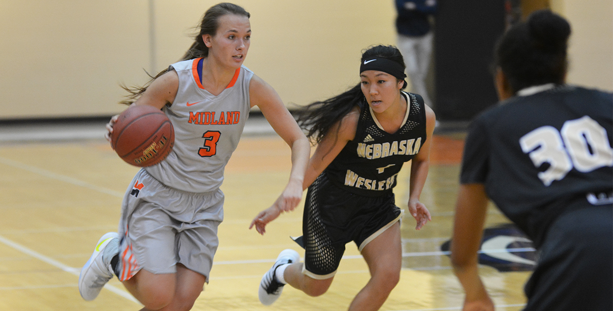 Photo for Kucks' double-double at Ottawa propels Lady Warriors to 5-0 start